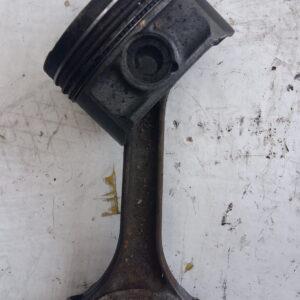 Tłok z korbowodem AUDI 2.6 V6 82V141