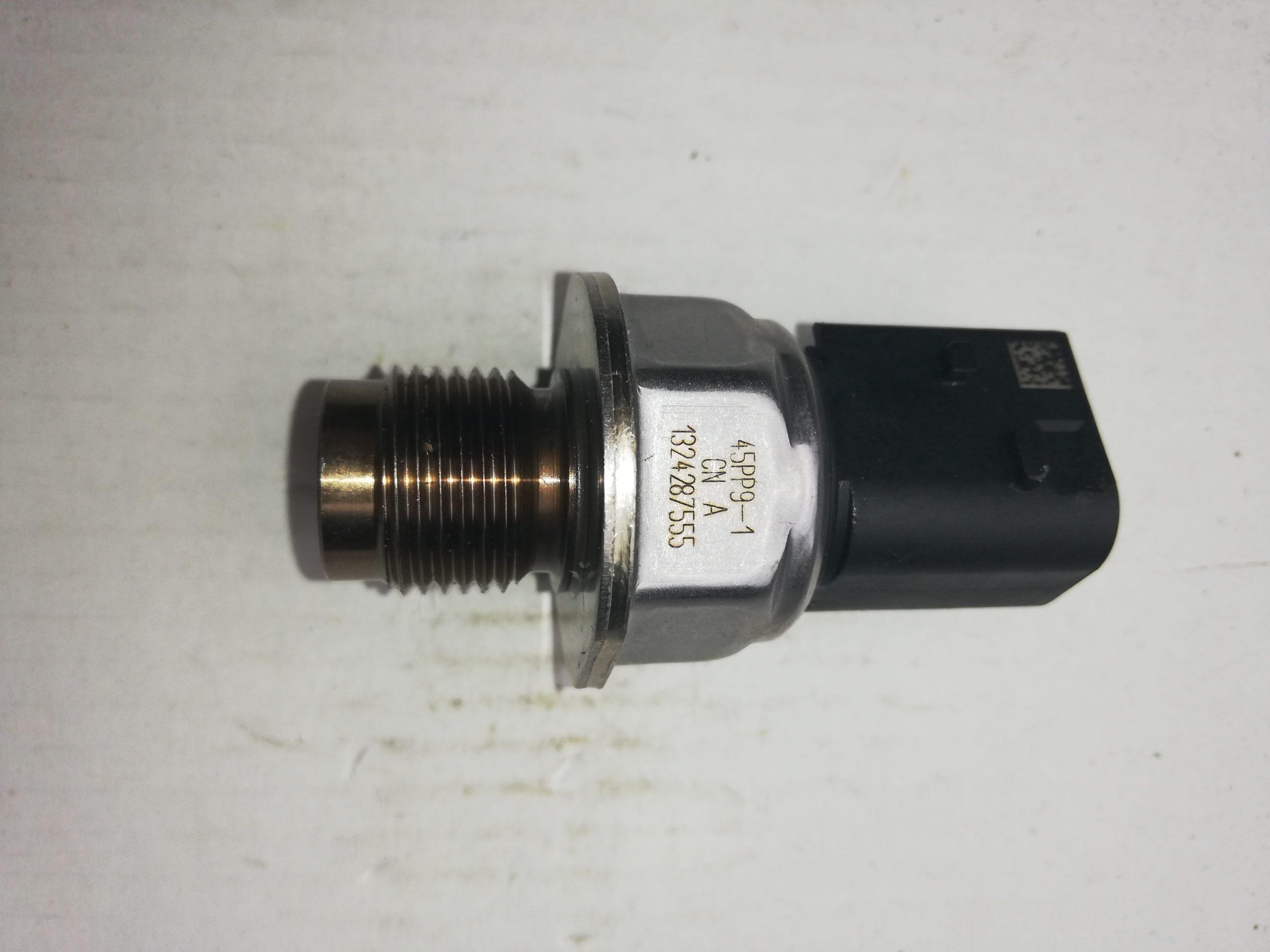 Czujnik ciśnienia paliwa na listwę  45PP9-1